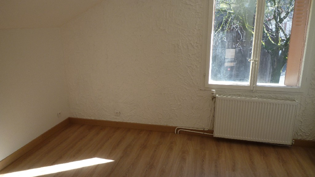 Location , MACHILLY, 79 m², 4 pièces